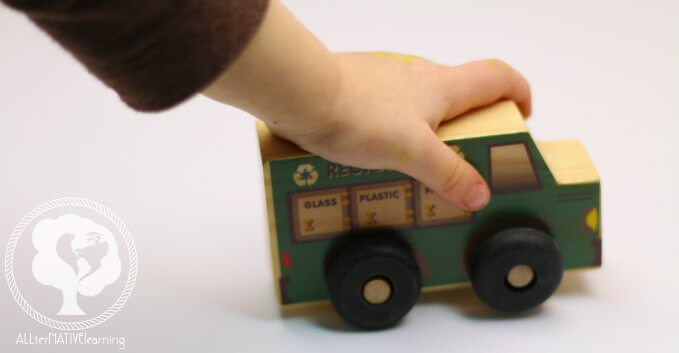 Recycling truck toy